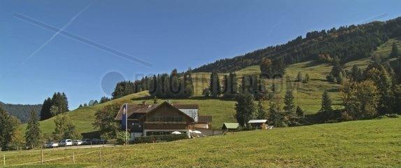 Landschaft mit Gasthaus  Steibis  Oberstaufen  Allg?u  Bayern  deutschland