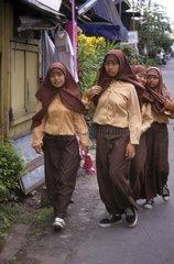 Muslimische Maedchen  Java  Indonesien