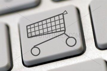Computertastatur mit Einkaufswagen  Onlineshopping
