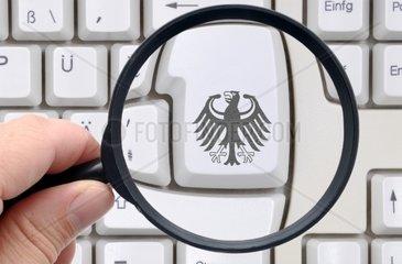 Computertastatur mit Bundesadler  Online-ssberwachung