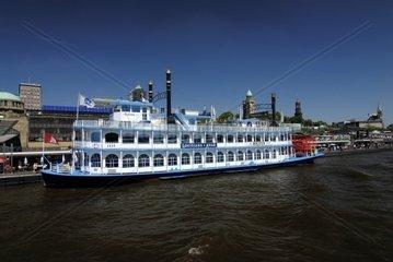 Schaufelraddampfer Louisiana Star auf Elbe  Hamburg  Deutschland