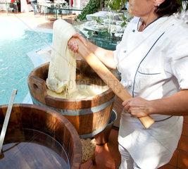 Preparation filante Mozzarella cheese in restaurant