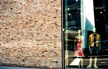 Schaufensterpuppen im Kleidergeschaeft