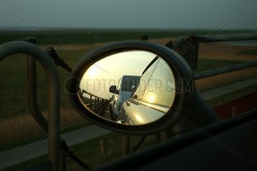Seitenspiegel eines Autos