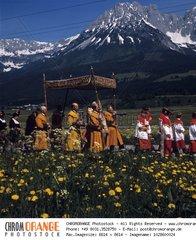 Fronleichnamsprozession  Ellmau  Wilder Kaiser  Scheffau  Tirol  sssterreich