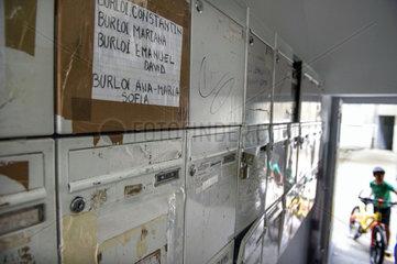 Gartenkolonie _ Illegal nutzen rumaenische Einwanderer die schon 2010 geraeumten Schrebergaerten ohne Strom- und Wasseranschluesse  die einem Autobahnbau weichen sollen.