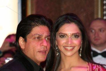 Deepika Padukone und Shah Rukh Khan bei Filmpremiere 2007