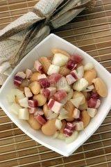 Bohnensalat mit Speck und Zwiebeln