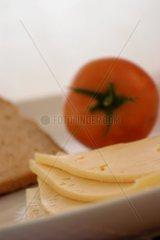 Kaese  Tomaten und Brot
