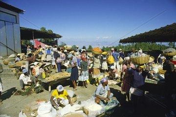 belebter Markt in Kenscoff