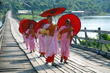 Nonnen in Sanglaburi  Thailand