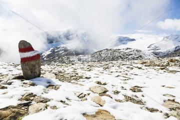 Schneebecktes Bergmassiv