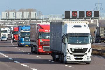 LKW-Verkehr auf der A2