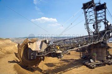 Schaufelradbagger am Rande eines Tagebaues