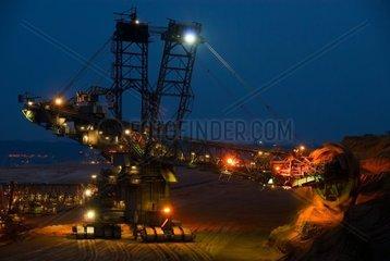 Abraumbagger im Tagebau in Juechen Garzweiler bei Nacht