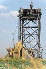 Schaufelradbagger am Rand des Tagebaues