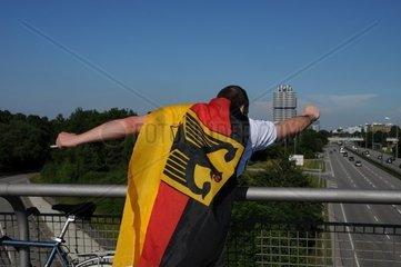 Deutscher Fussballfan feiert Sieg