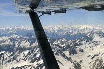 Luftaufnahme der franzoesisch schweizerischen Alpen