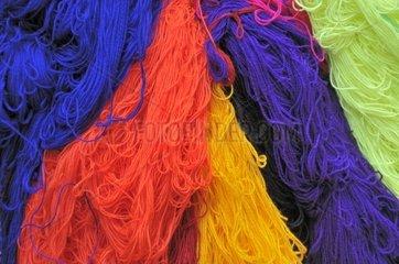 Gefaerbte Wolle zum Trocknen aufgehaengt  Medina in Sefrou  Marokko  Afrika