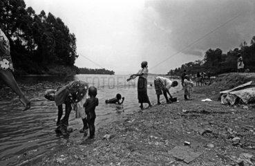 Kinder am Kivu See