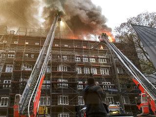 Feuer in einem Mehrfamilienhaus