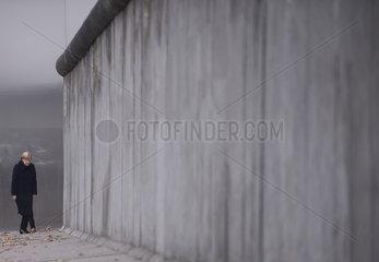Merkel - Berlin Wall