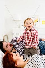 Glueckliche Kleinfamilie