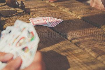 Kartenspielen im Urlaub
