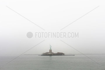 Freiheitsstatue im Nebel