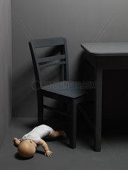 Puppe am Boden