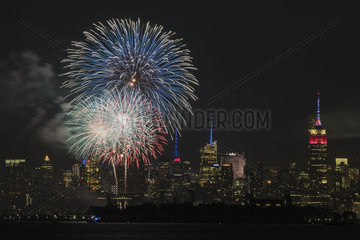 US-BAYONNE-INDEPENDENCE DAY-FIREWORKS