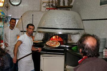 Neapel - Schlange in eine Pizzeria