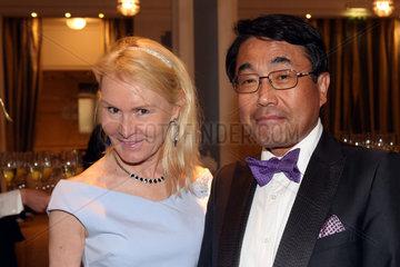 Hamburg  Takao Anzawa  Generalkonsul von Japan  mit Ehefrau Adele im Portrait