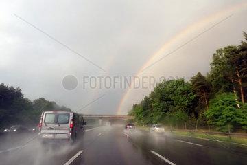Magdeburg  Deutschland  doppelter Regenbogen ueber der A2