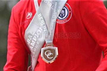 Berlin  Detailaufnahme  Goldmedaille fuer den Sieger in der Global Champions League