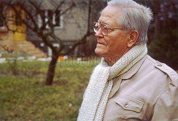 Karl Eduard von Schnitzler  EX-Chefkommentator im DDR Fernsehen  1992