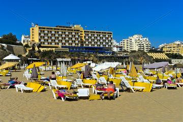 Am Rocha Strand  hinten Algarve Casino Hotel  Portimão  Portugal
