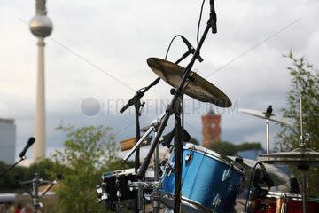 Berlin  Deutschland  ein Schlagzeug am Schlossplatz am Tag der Fete de la Musique