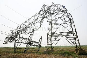China  Umgeknickter Strommast