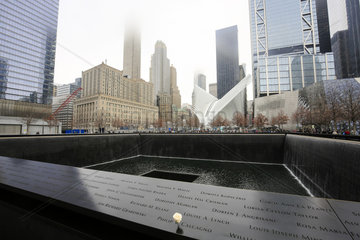 New York City  Ground Zero  Brunnen am World Trade Center am Grundriss der beim Anschlag von 9-11 zerstoerten Gebaeude