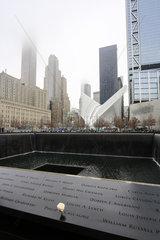 New York City  Ground Zero  Brunnen am World Trade Center am Grundriss der beim Anschlag von 9-11 zerstoerten Gebaeude