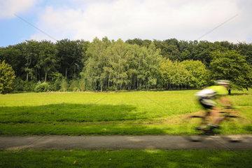 Essen  Ruhrgebiet  Radsportler im Hallopark