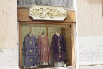 Priester Gewaende in Rom