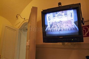 Hamburg  Deutschland  Bildschirm im Gang zeigt den Konzertsaal der Laeiszhalle