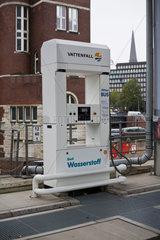 Hamburg  Deutschland  Tanksaeule einer Wasserstofftankstelle