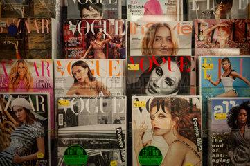 Singapur  Republik Singapur  Titelseiten von Frauenzeitschriften