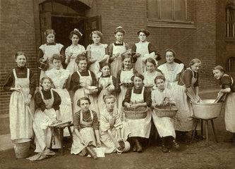 Hauswirtschaftsschule  Klassenfoto Schuelerinnen  1923