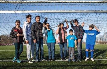 Fluechtlinge in Deutschland - Fussballfamilie