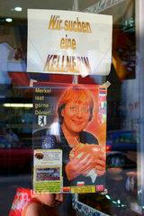 Merkel isst gerne Doener. Wir suchen eine Kellnerin.