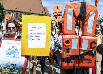 Demonstration fuer Seenotrettung von Fluechtlingen
